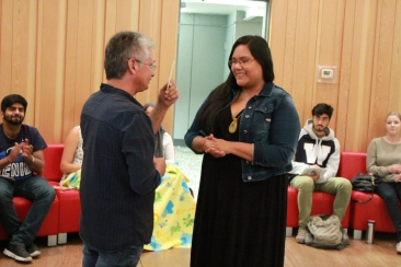 Elder Wally Chartrand receives thank-you from student at Mawi Wi Chi Itata Centre